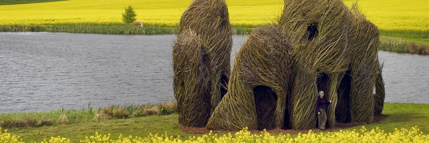 Close Ties (2006) Scottish Basketmakers Circle, Dingwall, Scotland. Photo: Fin Macrae