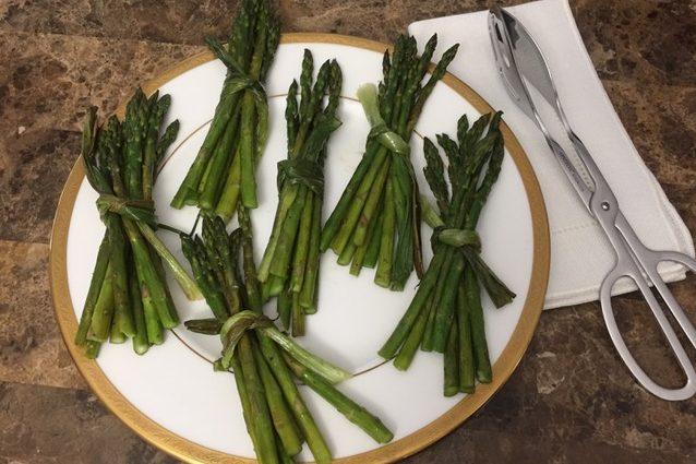 Roasted Scallion Wrapped Asparagus Bundles